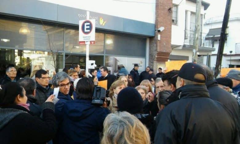 La primera marcha contra el tarifazo de gas se hizo sentir en Castelar 1