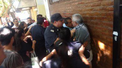 Distrubios entre vecinos y la policía en el Concejo Deliberante de Ituzaingó al comienzo de la sesión 7