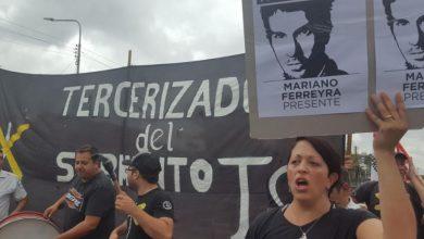 Ahora: represión y detenidos en el corte de vías del Ferrocarril Sarmiento en Haedo. No hay servicio a Once 2