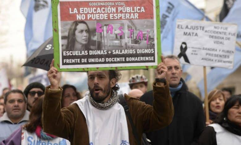 A un mes de la explosión de Moreno, marcharon para reclamar mejoras edilicias en las escuelas 2