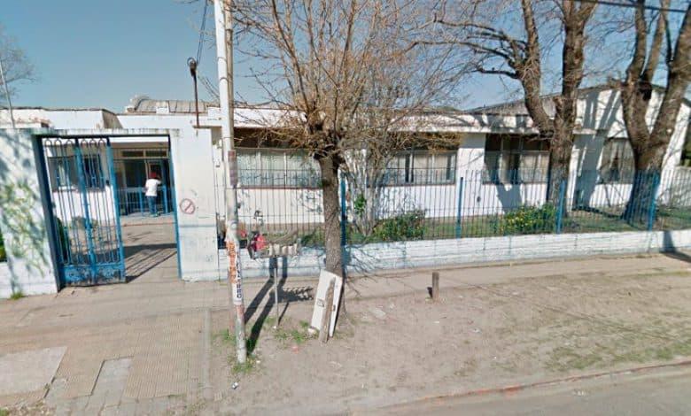 Peligro de derrumbe en la Escuela 50 de Castelar Sur: Traen contenedores para ser usados como aulas 3