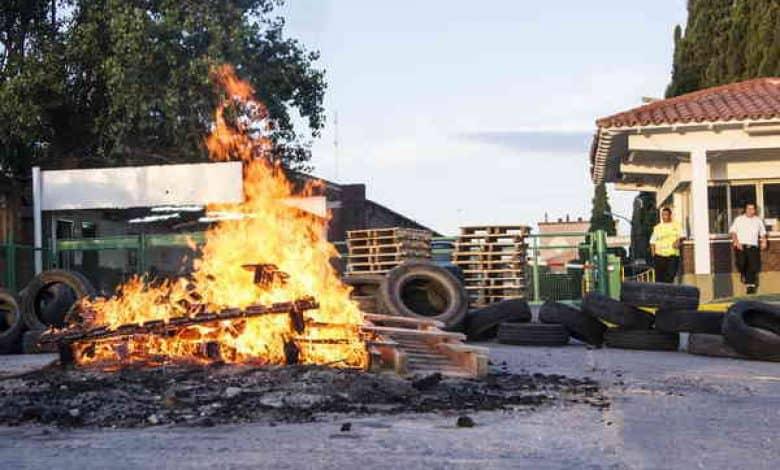 Cien Despidos en la fábrica de cerámica San Lorenzo de Azul 1