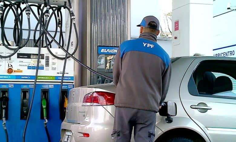 Hoy vuelve a subir la nafta y llenar el tanque ya cuesta $ 2300 pesos 1