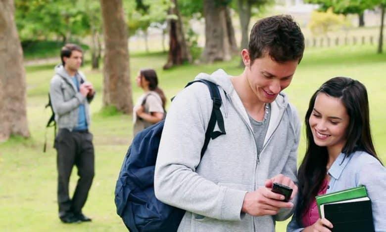 Los estudiantes del Plan Progresar tendrán un abono de $300 pesos por 6 meses para cargar el celular 1