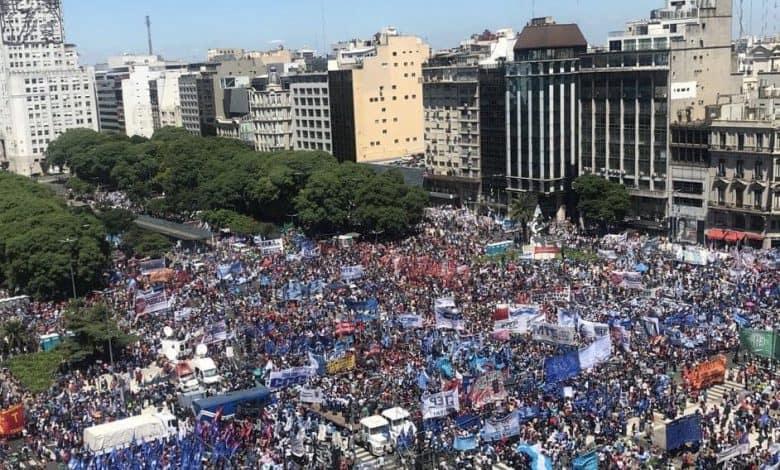 """""""En los barrios volvió el hambre"""": masiva movilización de las Organizaciones Sociales contra el ajuste 1"""