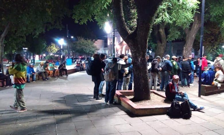 70 personas en situación de calle comen todos los domingos en la Plaza de Ituzaingó 2