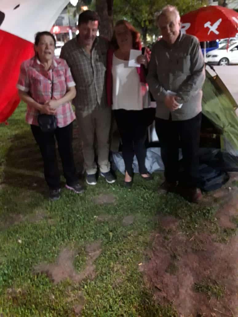Ituzaingó: Un dirigente radical comenzó una huelga de hambre en la Plaza 20 de febrero 4