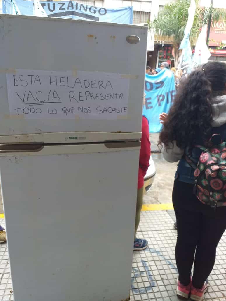 Organizaciones Sociales se movilizan al centro de Ituzaingó frente al ANSES 4