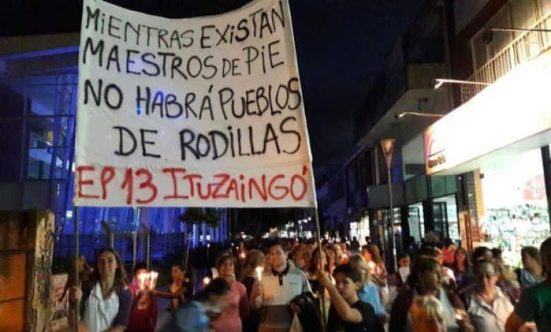 Ituzaingó: los docentes marchan esta tarde con antorchas en la plaza 20 de Febrero 1