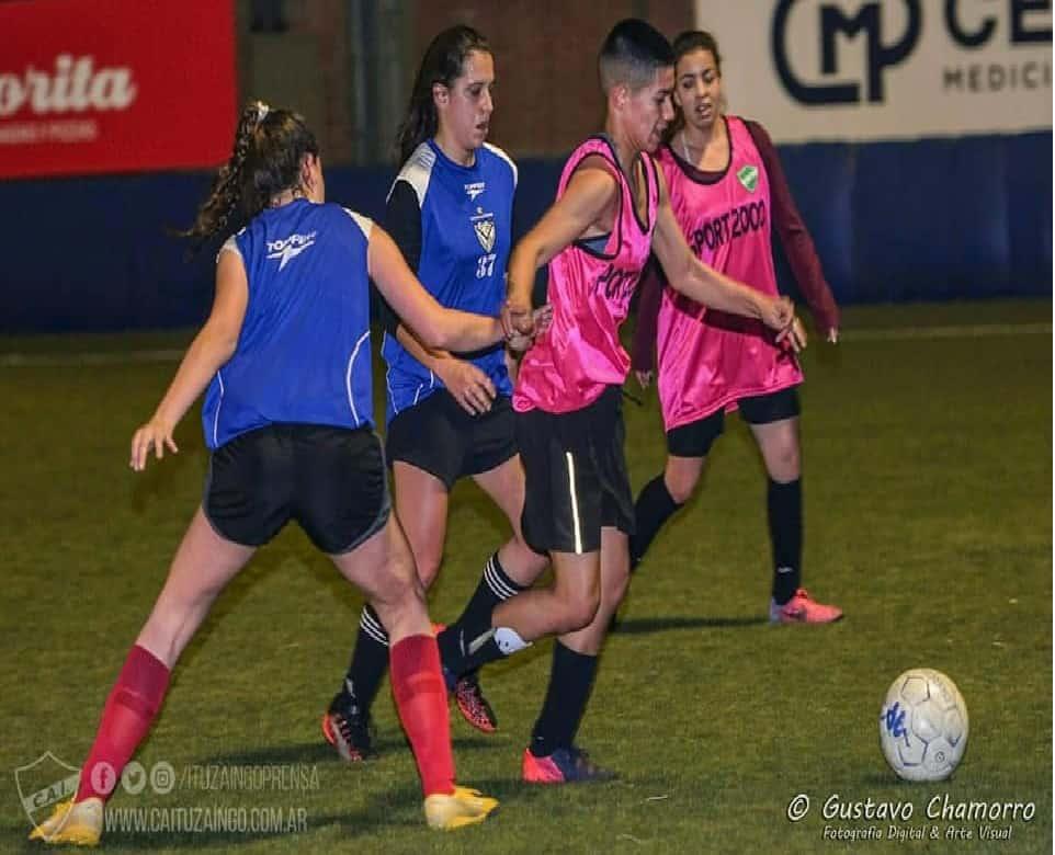Fútbol femenino: Las leonas empataron con Velez mostrando un buen nivel 3