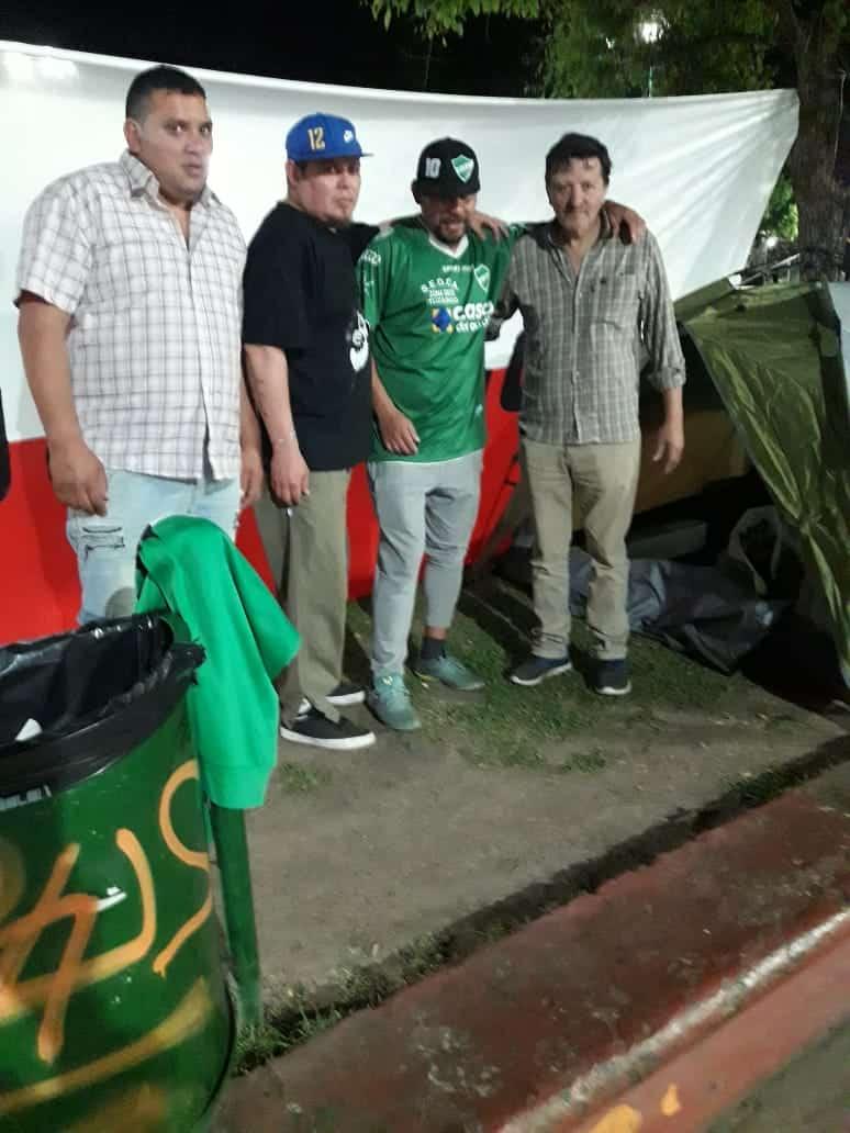 Ituzaingó: Un dirigente radical comenzó una huelga de hambre en la Plaza 20 de febrero 5