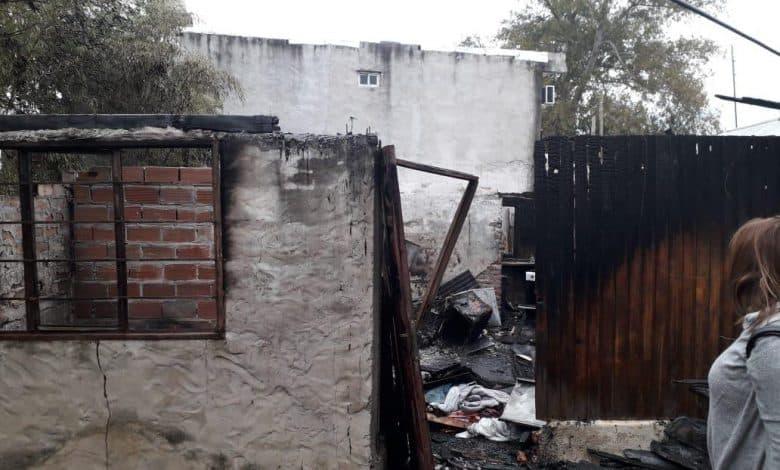 Se incendió una vivienda en Villa Udaondo y la familia perdió todo: Necesitan ayuda de nuestra comunidad 2