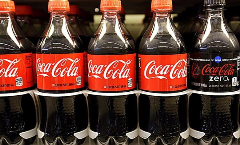 Debido a la caída de ventas, Coca Coca se prepara para despedir trabajadores 2