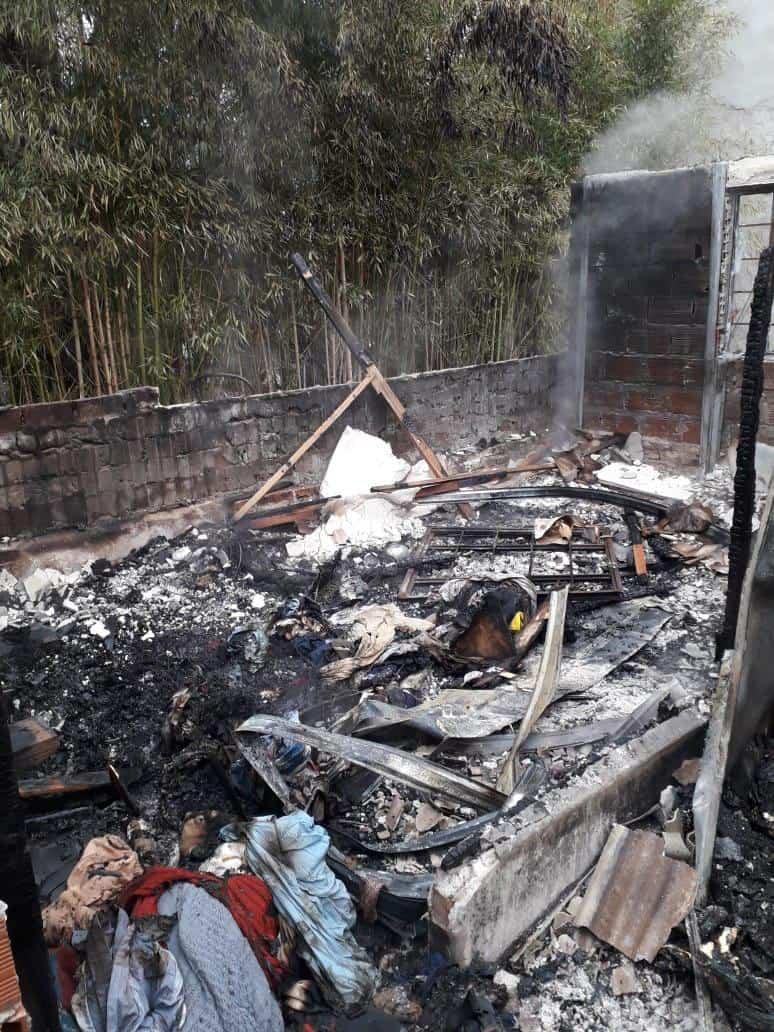 Se incendió una vivienda en Villa Udaondo y la familia perdió todo: Necesitan ayuda de nuestra comunidad 3