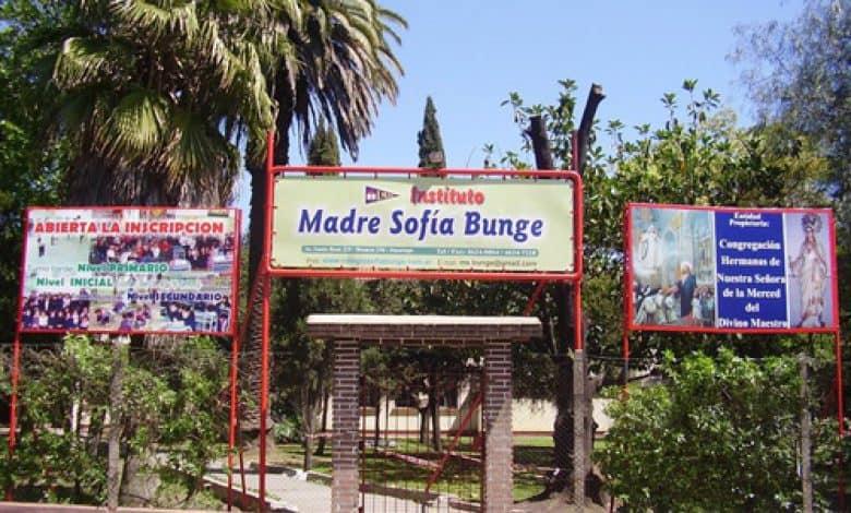 Despidos de docentes en el Colegio Sofía Bunge: asamblea y sentada en las puertas del Instituto 2
