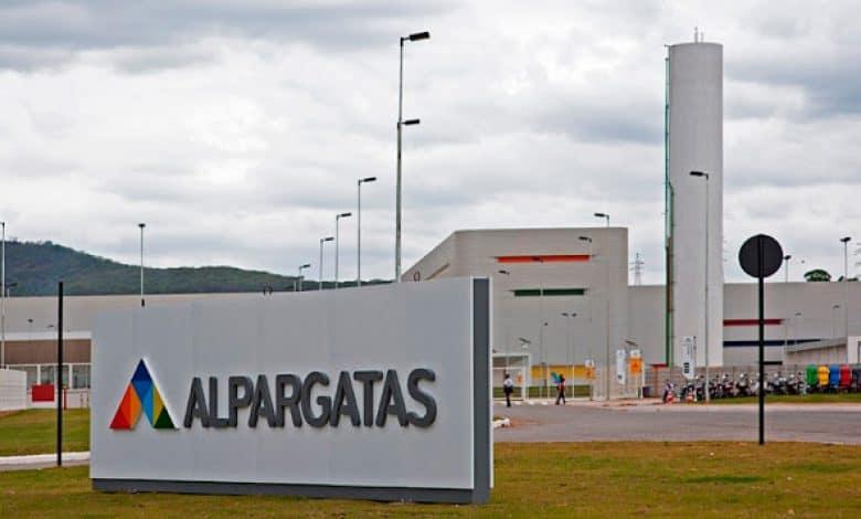 Alpargatas se burla del acuerdo con Macri y despide 70 operarios 1