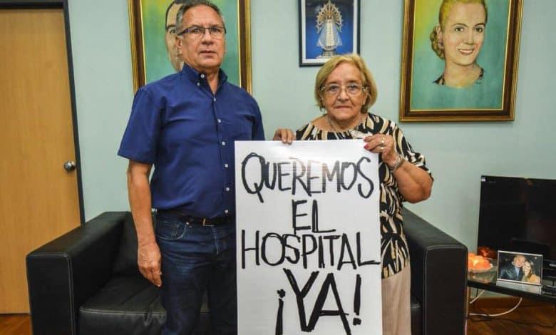El Intendente Descalzo se suma a la marcha de los jubilados para que abran el Hospital de Bicentenario 1