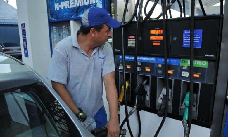 EL gobierno estudia llevar el litro de nafta a 20 pesos a fin de año 1