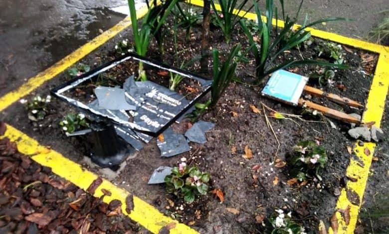 Ituzaingó: destrozaron por completo la plazoleta inaugurada ayer en el día de la memoria 1