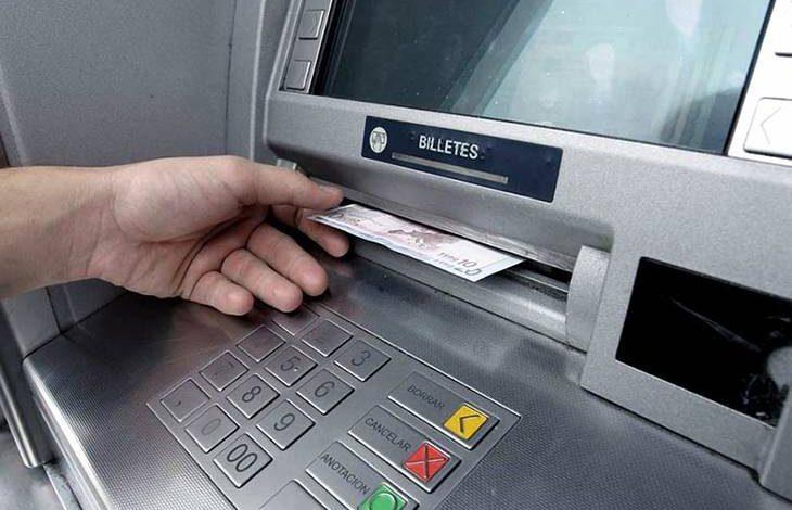 Desde el 1 de abril sacar dinero de un cajero automático tendrá un costo extra 1