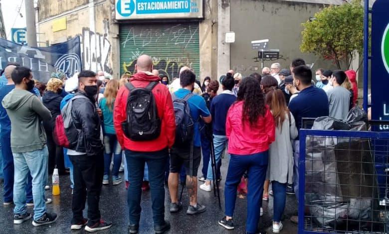 Los trabajadores de la Clínica Constituyente Movilizan al centro de Morón y cortan Rivadavia 1