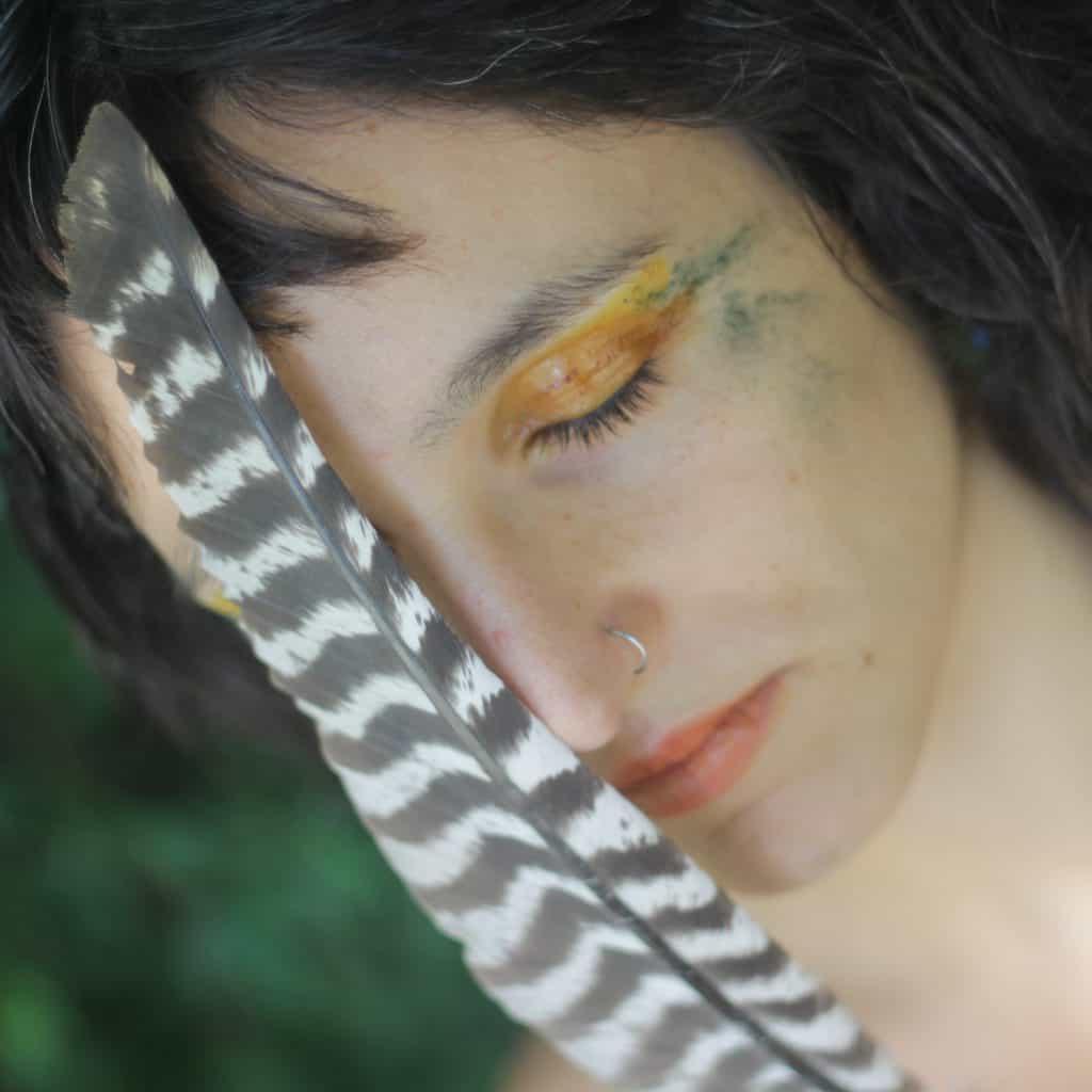Caro Tapia lanzó el álbum 'Serpiente Emplumada', donde la energía femenina es protagonista 3