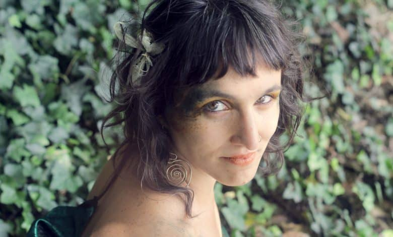 Caro Tapia lanzó el álbum 'Serpiente Emplumada', donde la energía femenina es protagonista 1