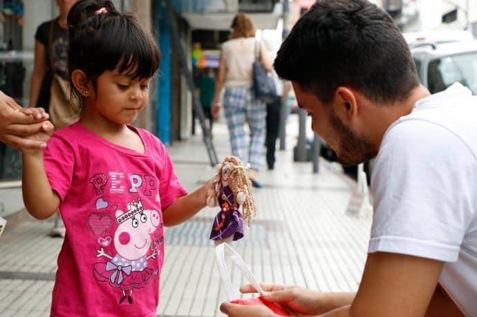 Morón: lanzan muñecos inclusivos elaborados por mujeres víctimas de violencia de género