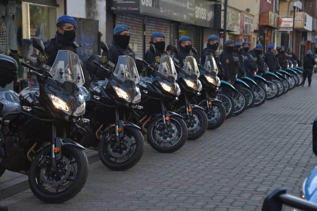 La Provincia le entregó al Municipio 10 nuevos patrulleros y 20 motos 3