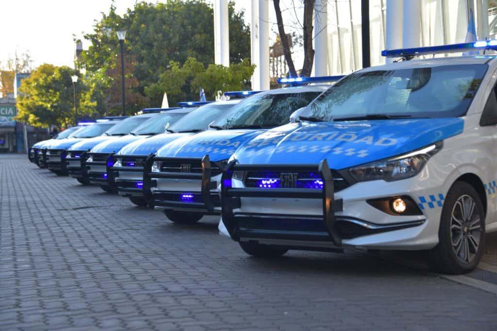 La Provincia le entregó al Municipio 10 nuevos patrulleros y 20 motos 2