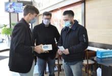 Se entregaron medidores de dióxido de carbono en diferentes comercios de Morón 52