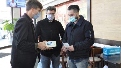 Se entregaron medidores de dióxido de carbono en diferentes comercios de Morón 7
