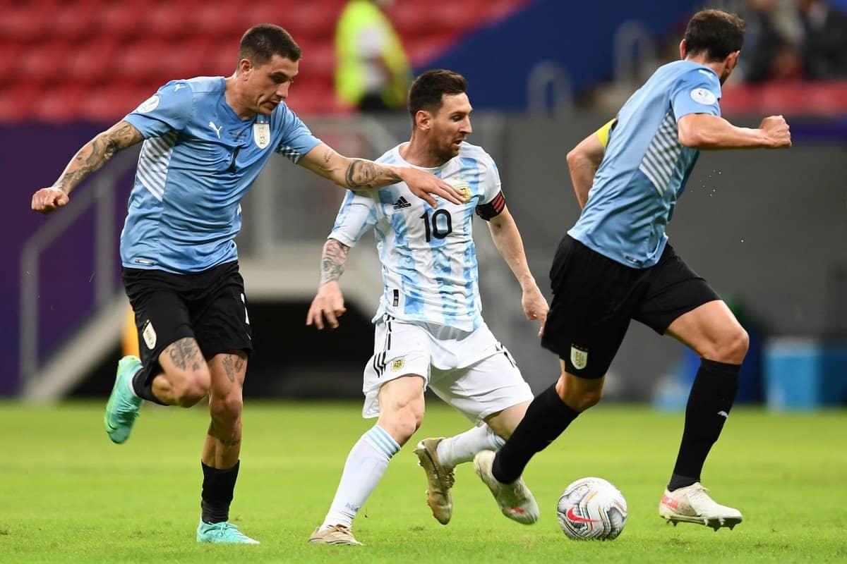 Argentina recuperó la sonrisa en el clásico rioplatense 3