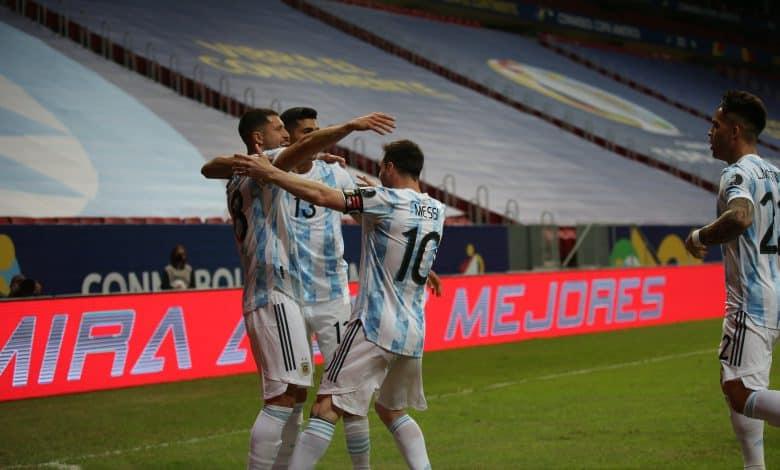 Argentina recuperó la sonrisa en el clásico rioplatense 1
