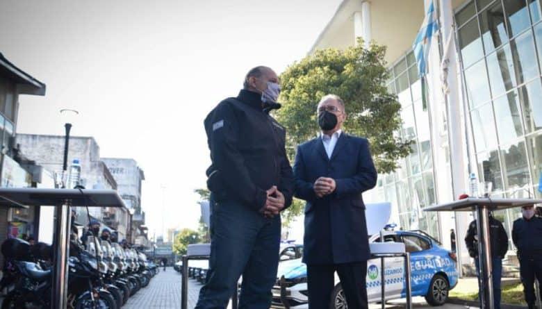 La Provincia le entregó al Municipio 10 nuevos patrulleros y 20 motos 1