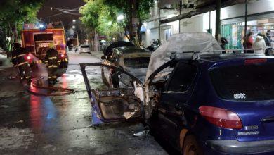 Se incendiaron 2 vehículos en pleno centro de Villa Ariza 4