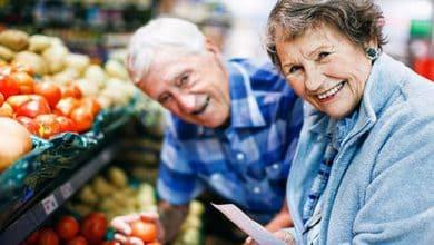 Le devolverán a los jubilados y titulares de AUH hasta 2.400 pesos por mes si compran con tarjeta de débito 68