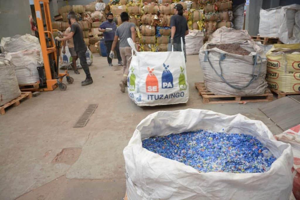 Botellas de Amor una forma de cuidar el ambiente de Ituzaingó 2